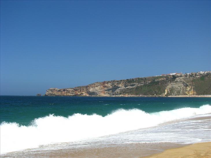 La playa de nazar portugal paisajes consultor a - Toldos para la playa ...